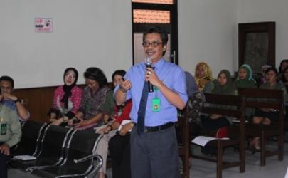 Ketua Pengadilan Negeri Kediri Mempresentasikan PMPN